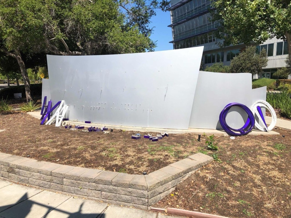 Yahoo! Sign Torn Down